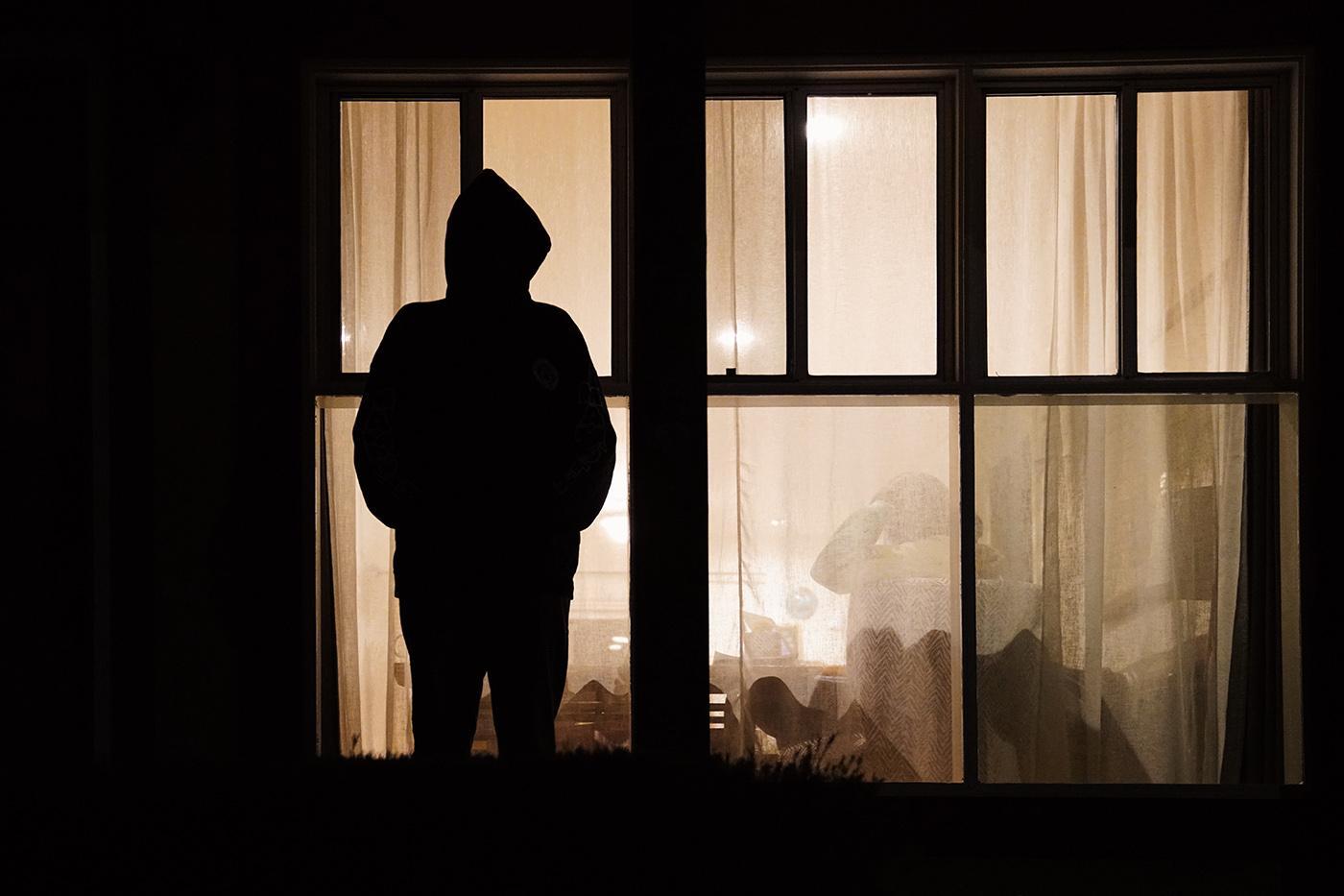 Что делать, если ваш бывший парень, муж преследует вас?